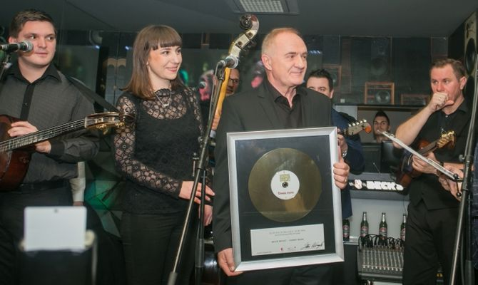 """Albumu """"Domu mom"""" Mate Buliće priznanje za ostvarenu zlatnu nakladu"""
