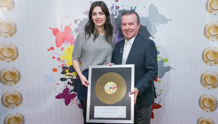 Miji Dimšić zlatna ploča za nakladu albuma 'Život nije siv'
