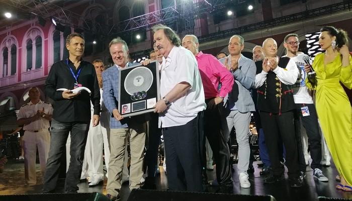 Miši Kovaču multi-platinum award za najtiražnijeg izvođača svih vremena!